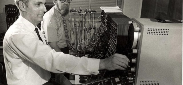 Robert-Moog-creatore-dei-primi-sintetizzatori-audio