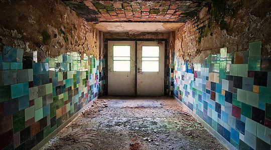 025-abandoned-buildings-matthias-haker